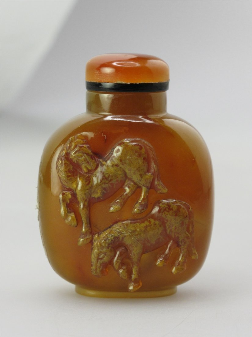 024: A Carved Golden-Brown Agate Snuff Bottle, Qing