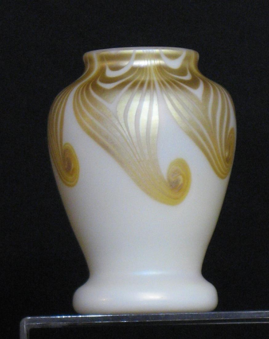 Steuben decorated Aurene vase, - 4