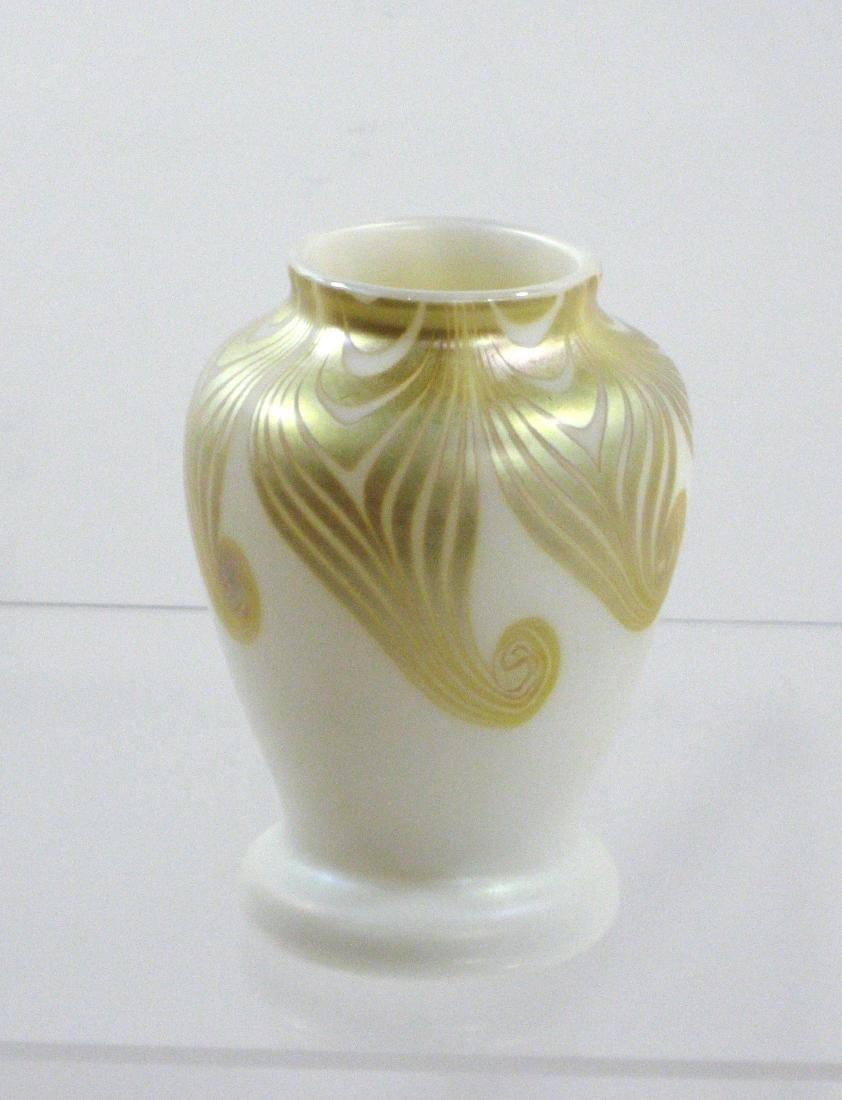 Steuben decorated Aurene vase, - 5