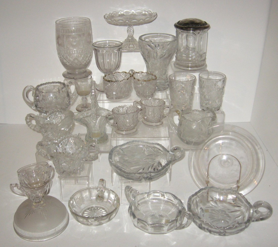 263: 25 piece grouping of Vintage glass,
