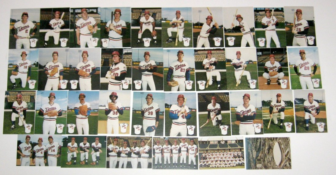 Grouping of Minnesota Twins cards,