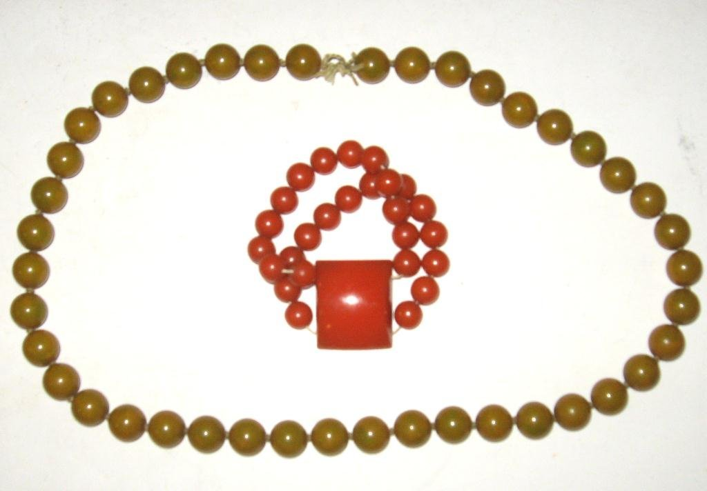 Bakelite necklace and bracelet,