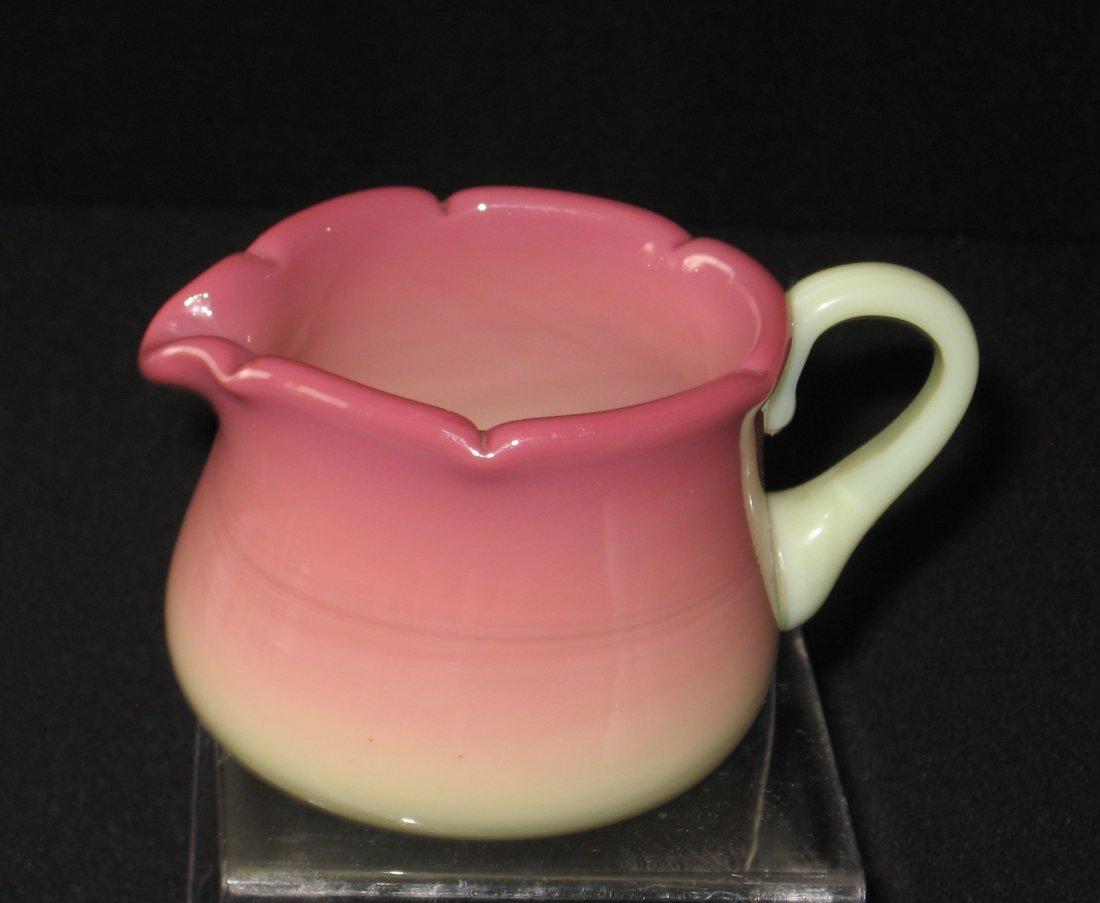 Four Burmese/Peachblow glass items, - 3