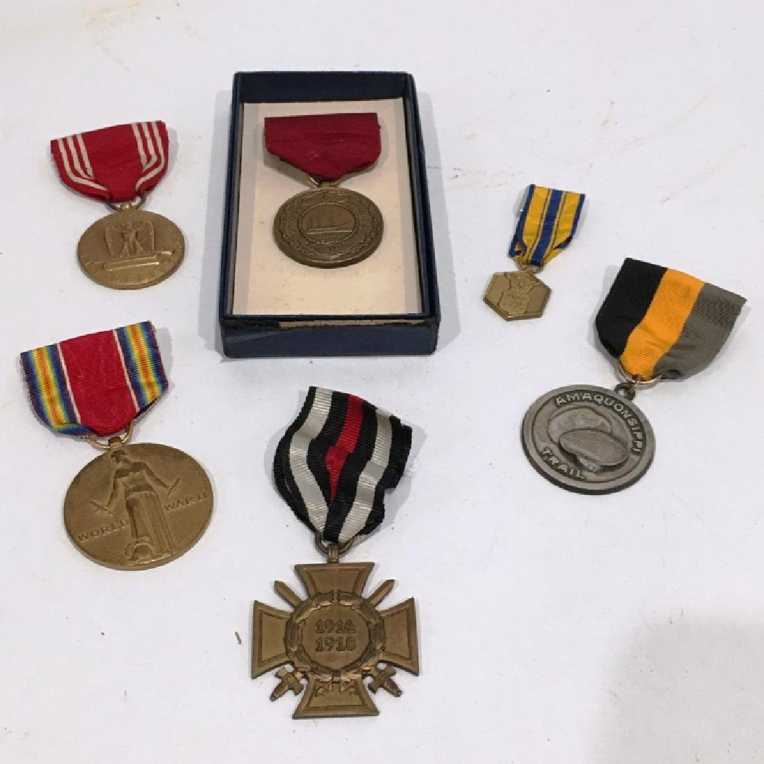 ASSORTED US MILITARY MEDALS