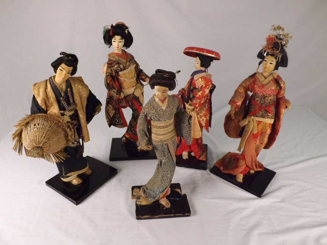 23: Collection of Oriental Figurines