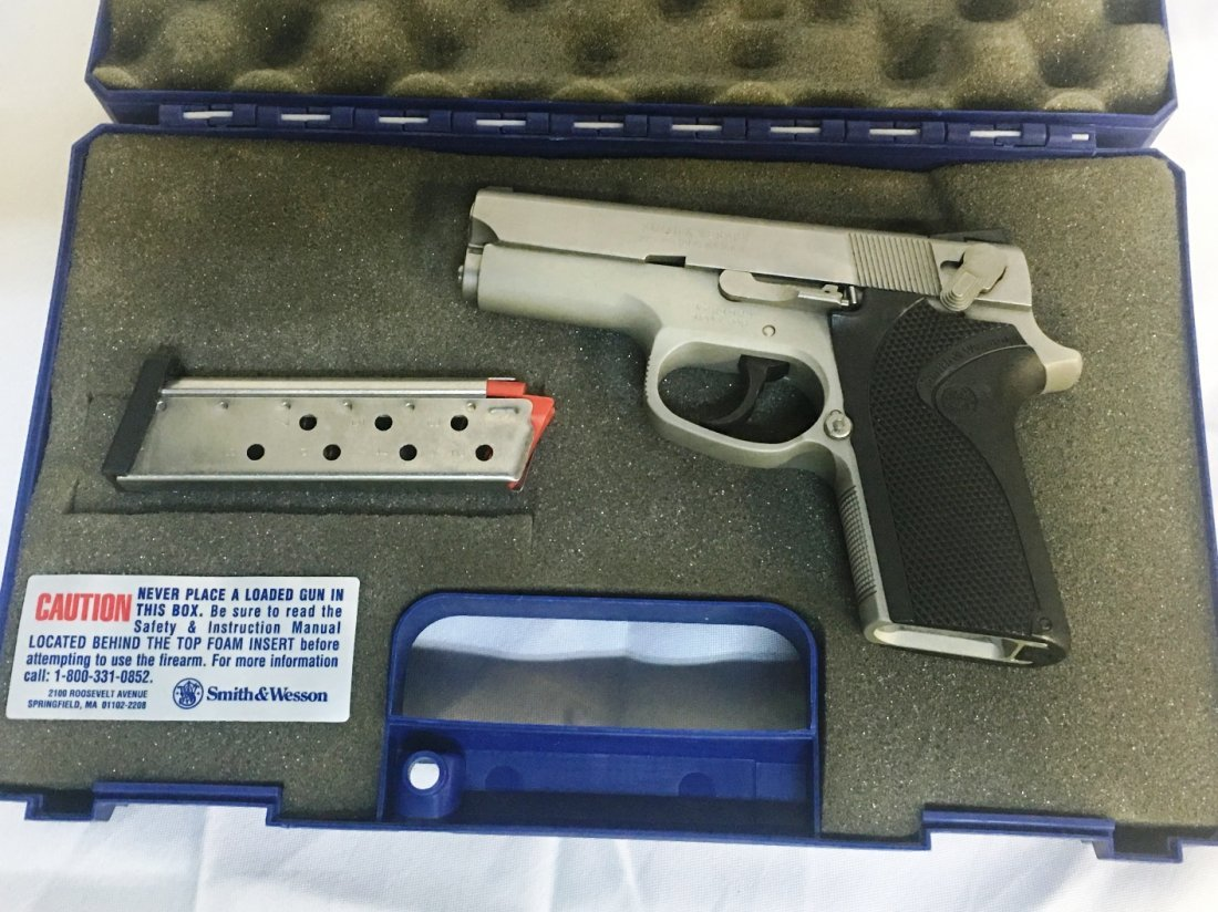SMITH & WESSON MODEL 3913 9MM PISTOL