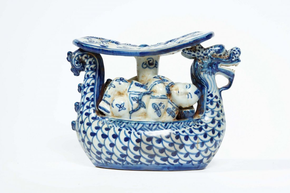 22: Chinese blue and white porcelain pillow - 2