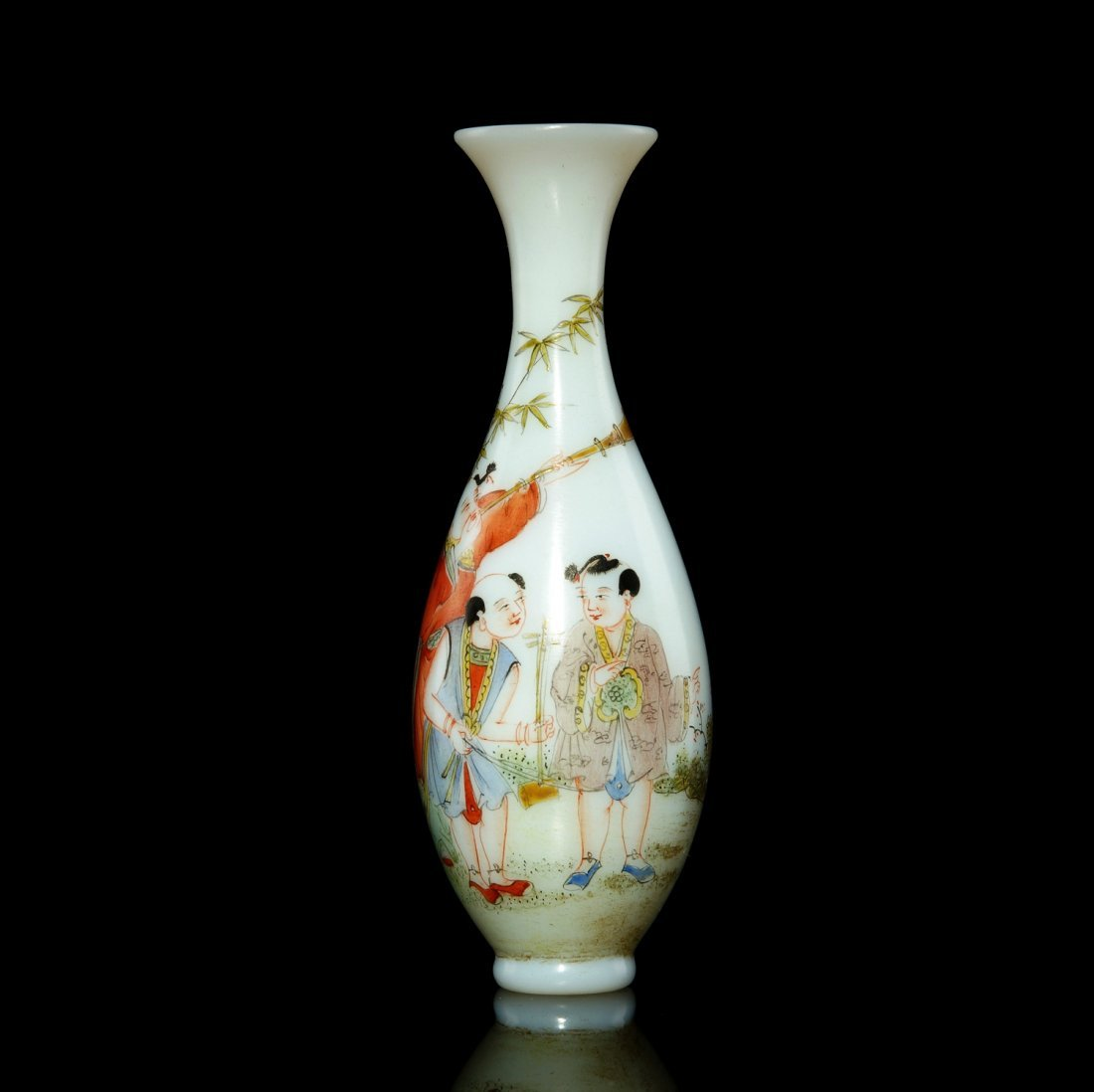 5: 18th C Chinese materials, enamel color Guanyin Bottl