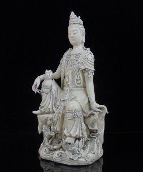 Vintage Chinese Dehua Porcelain Guan Yin