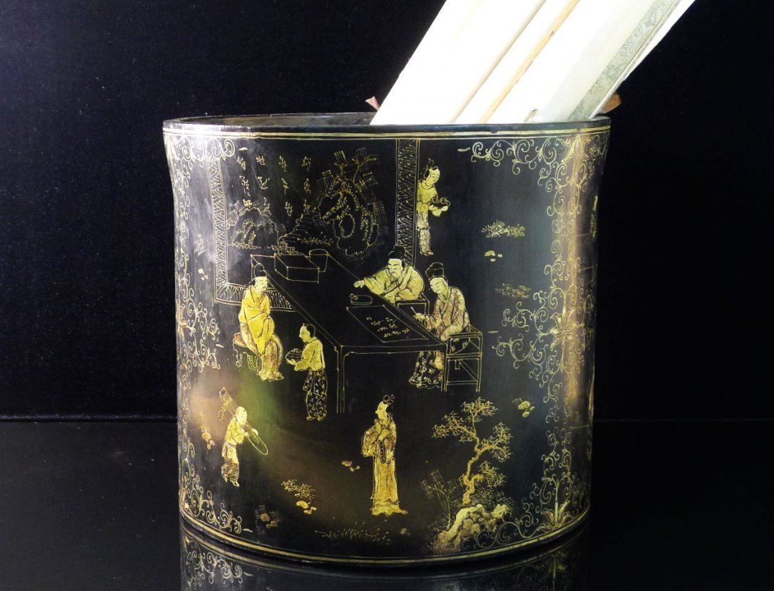 20: Antique Chinese Large Black Lacquer Gilt Barrel