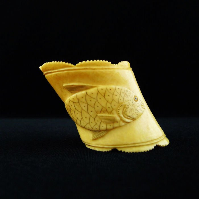 VINTAGE CHINESE LARGE CARVED IVORY RING