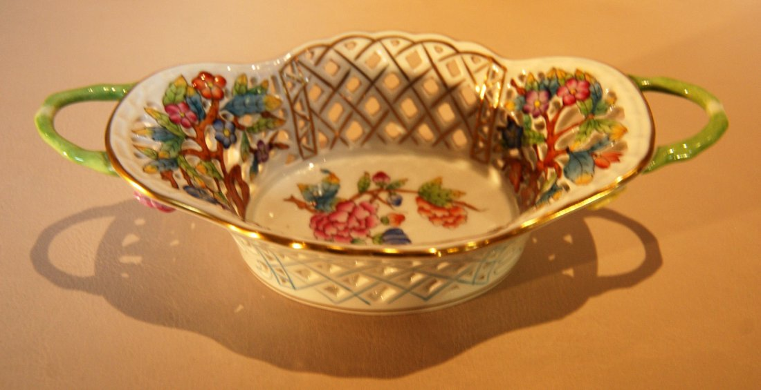 9: Victoria Herend pattern basket with handle