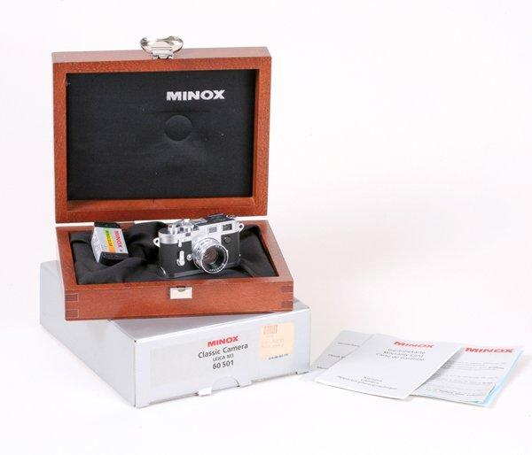 9: Minox Leica M3 Miniature in display case Nr. E02999.