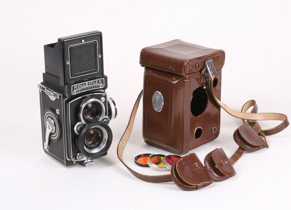 27: Rolleiflex 3.5E Planar Nr. 1780876 with case.