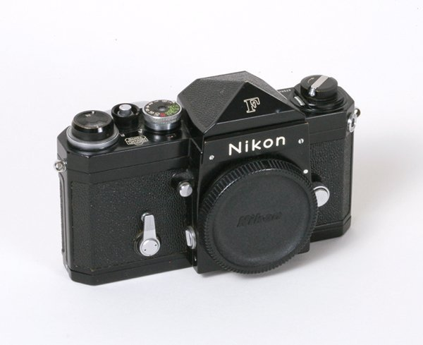 197: Nikon F Nr. 6758656 Black with body cap.