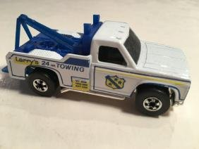 HOT WHEELS LARRY'S TOWING