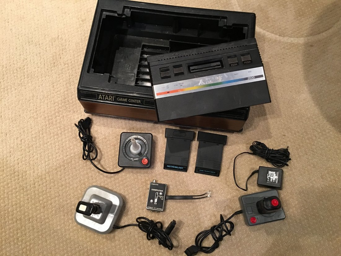 VINTAGE ATARI 2600 GAME CONSOLE and 22 GAMES !