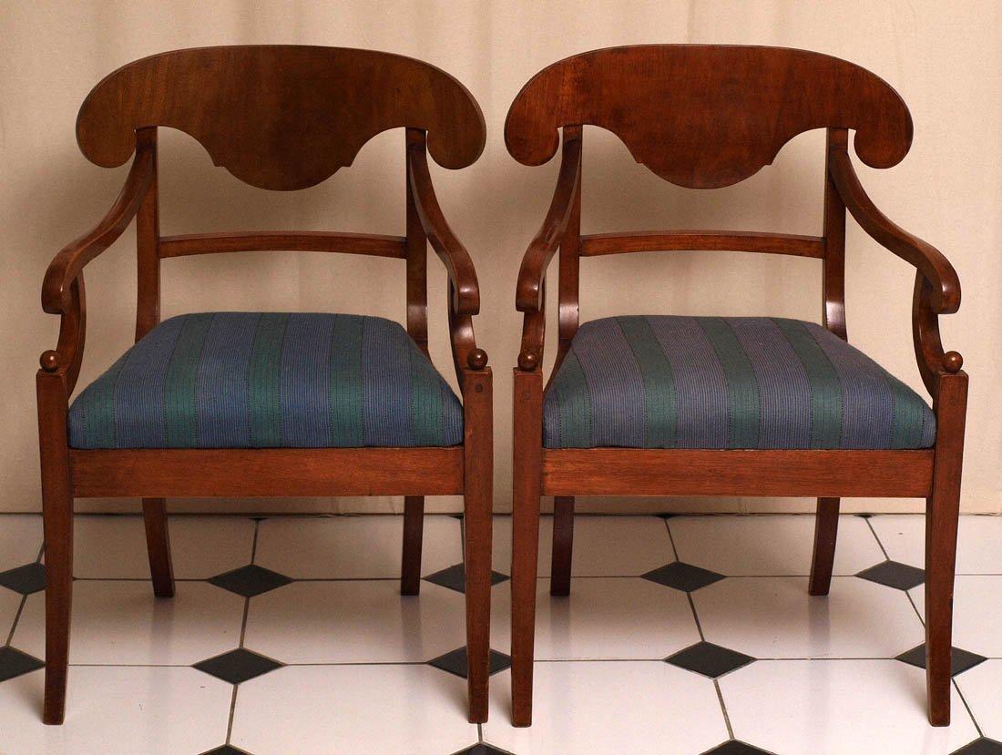 Zwei Biedermeier-Armlehnstühle