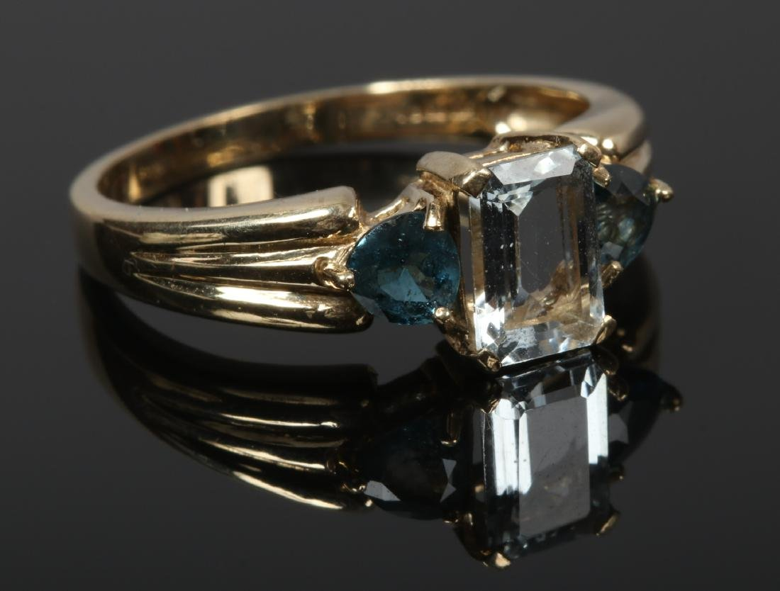A 9ct gold aquamarine and topaz dress ring with reeded