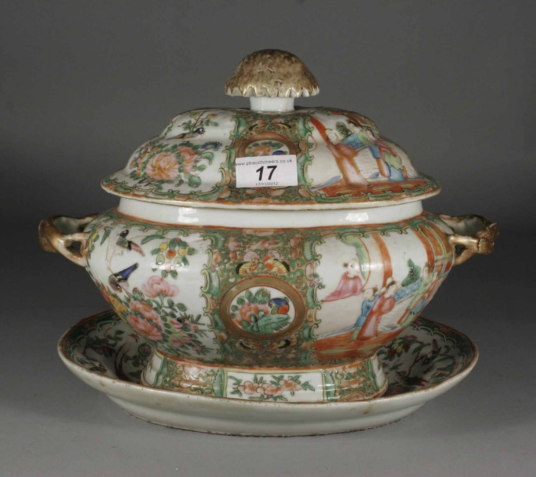 17: A twentieth century Cantonese soup tureen cover and
