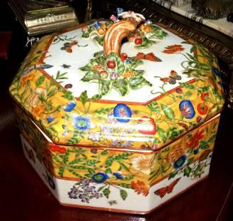 "Chinese Porcelain Big Box H: 9"" Diam: 14"""