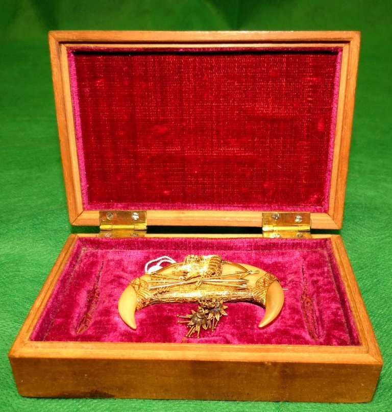 14K gold tiger claw broach in the original box