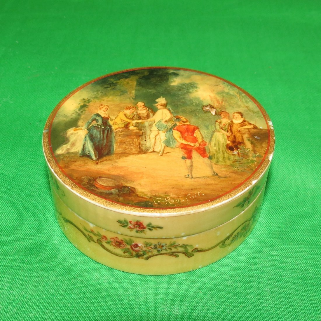 "Ivory Box w/ Miniature H: 1.2"" Dia: 3"" France 1900"