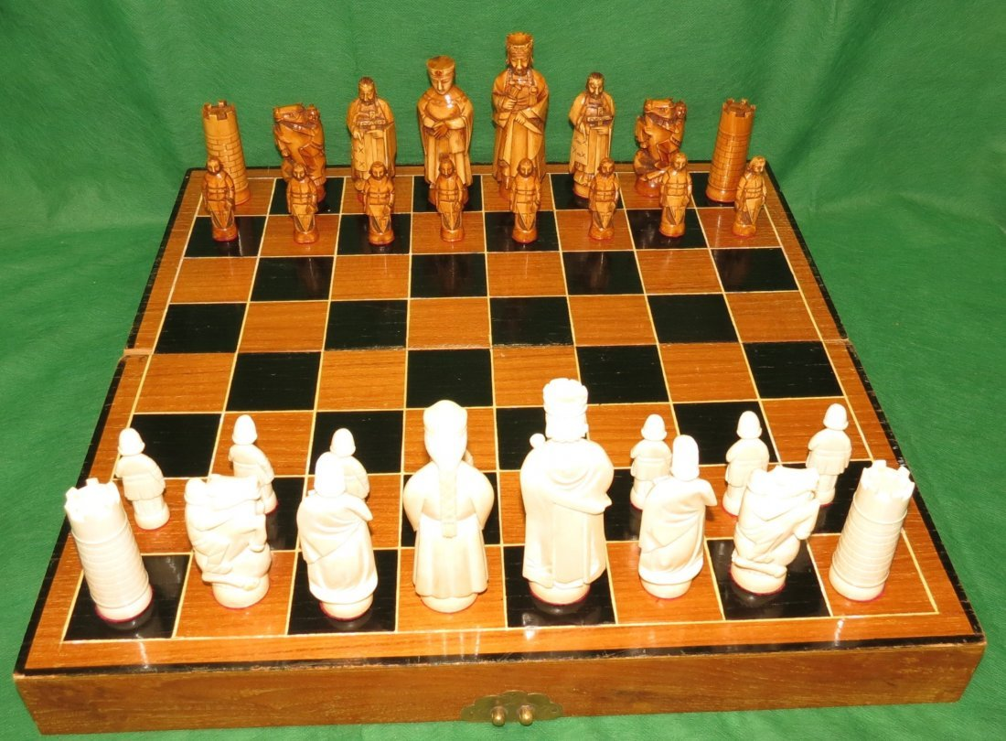 """Magnificent Ivory Chess Set H 5"""" to 2.5"""" Excellent"""
