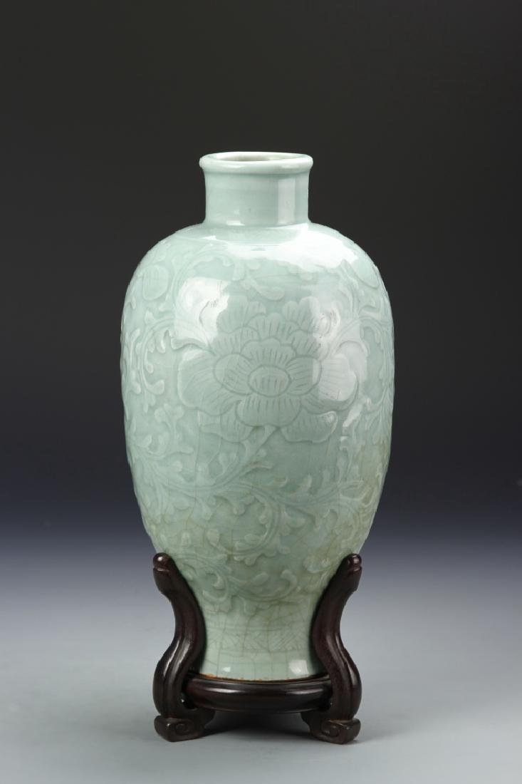 Chinese Lung Quan Meiping Vase