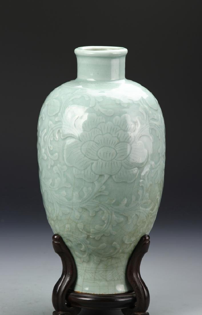 Chinese Lung Quan Meiping Vase - 2