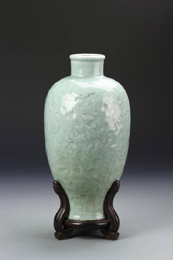Chinese Lung Quan Meiping Vase - 3