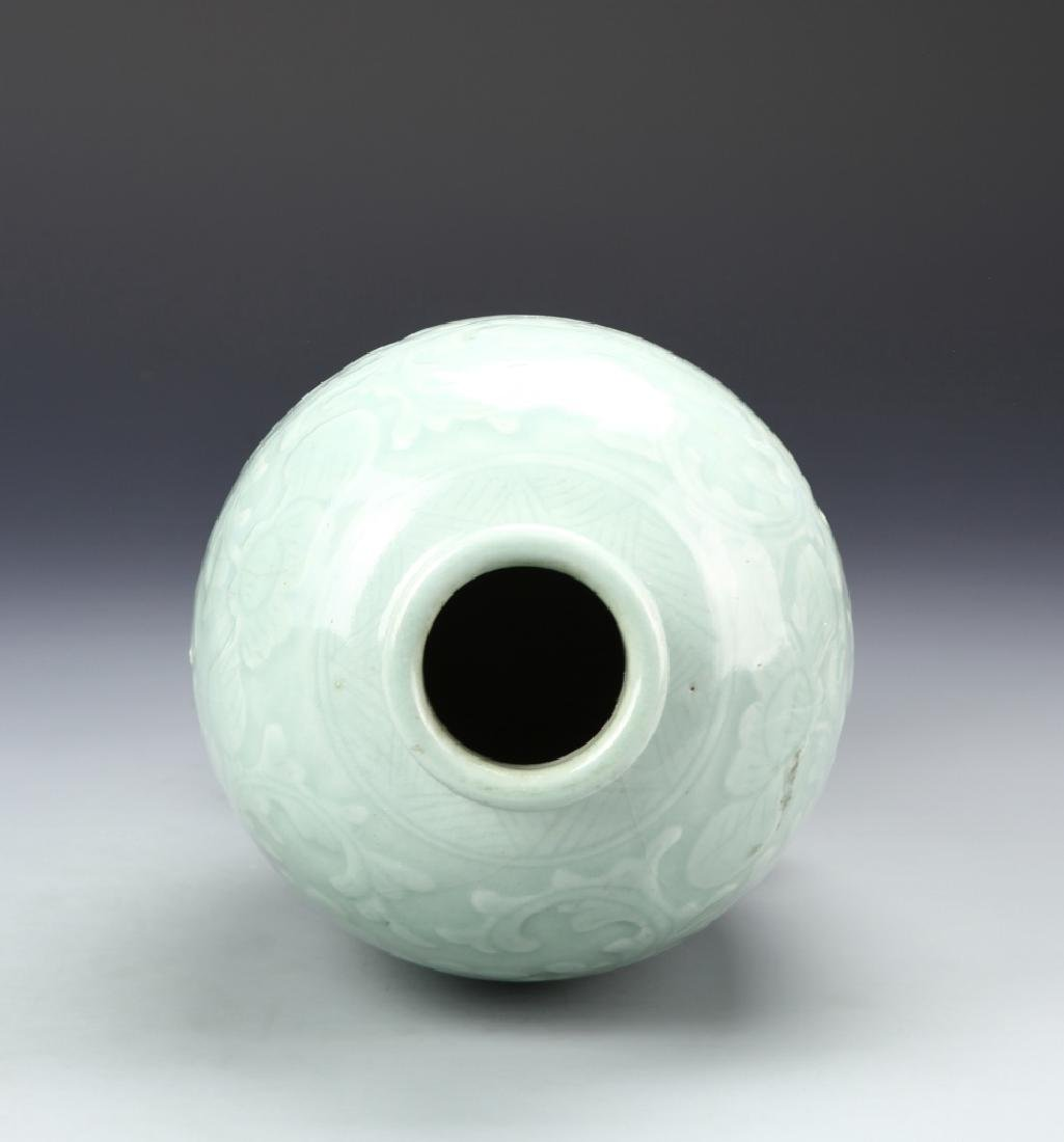 Chinese Lung Quan Meiping Vase - 4