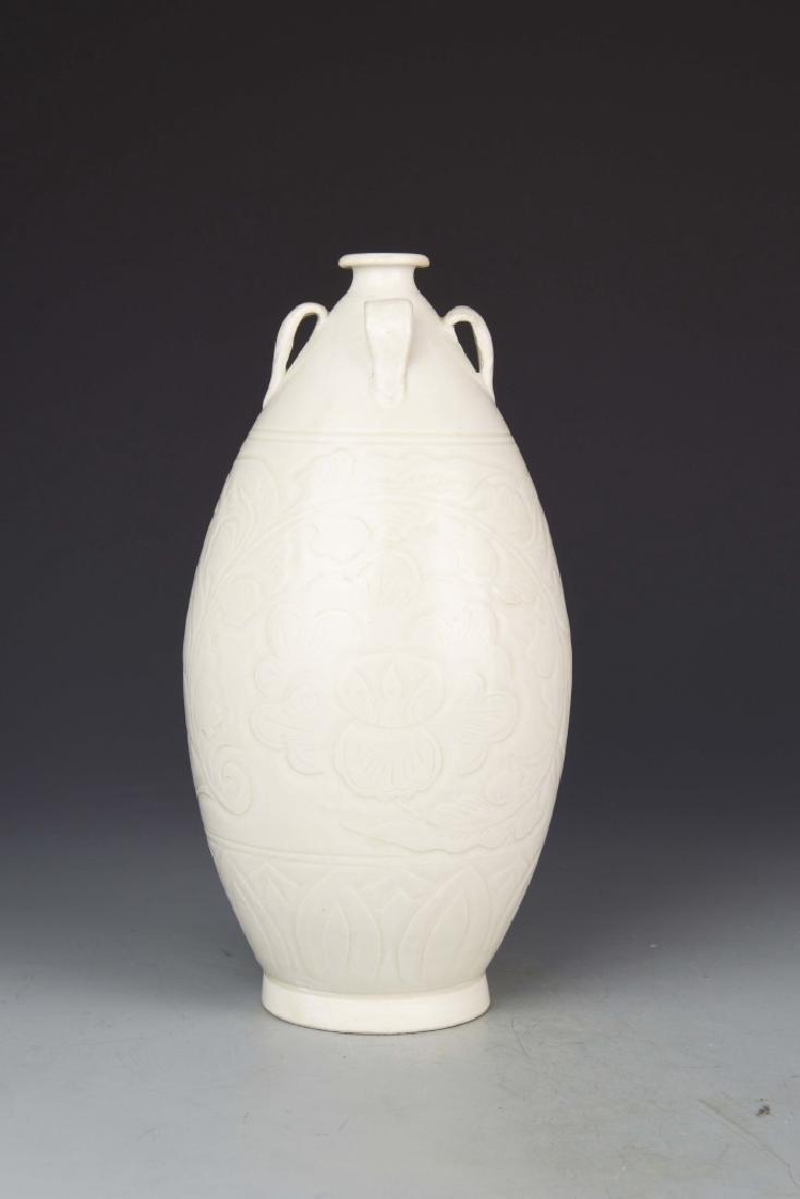 Chinese DingYao Vase