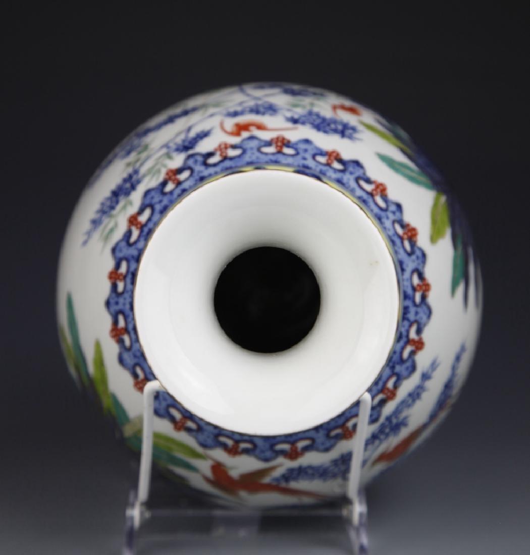 Chinese Blue and White Wucai Yuhuchunping Vase - 5