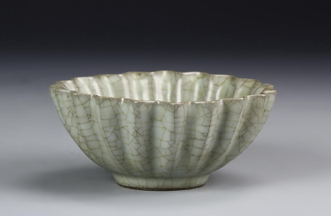 Chinese Guan Yao Celadon Petal-Lobed Bowl - 2