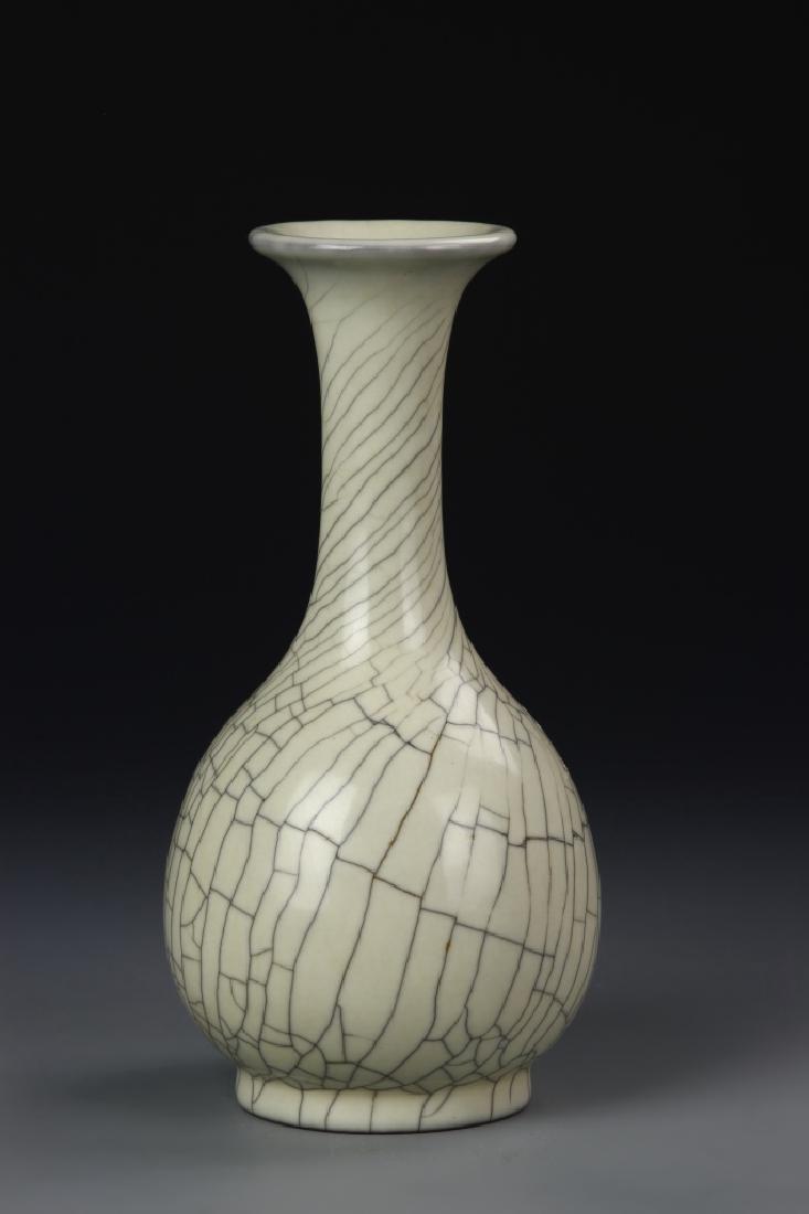 Chinese Ge Yao Vase