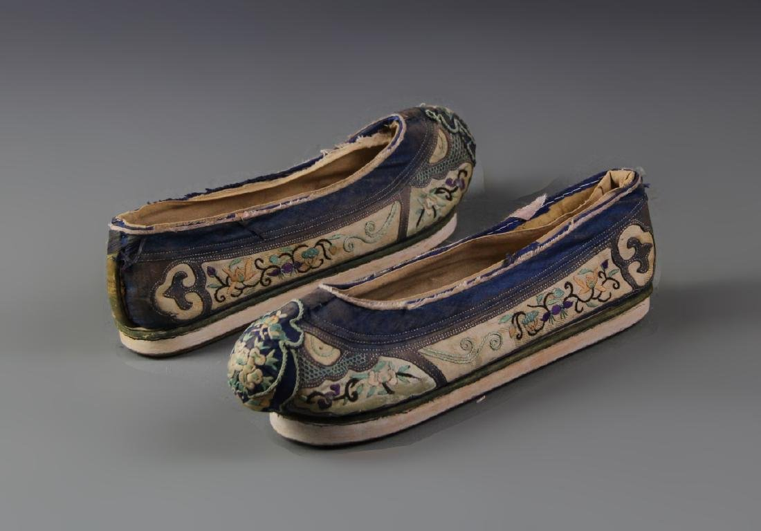 Pair of Chinese Silk Embroidery Ladies Shoes