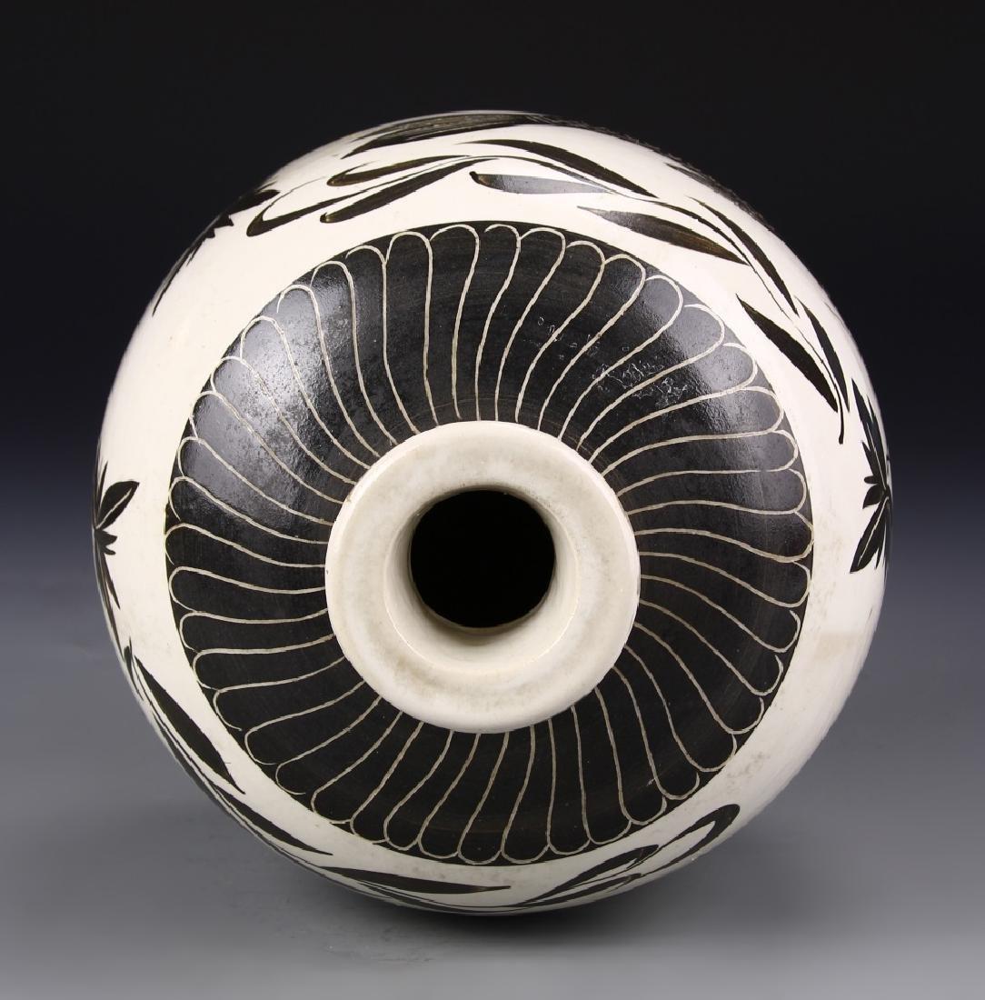 Chinese Cizhou Jar - 4