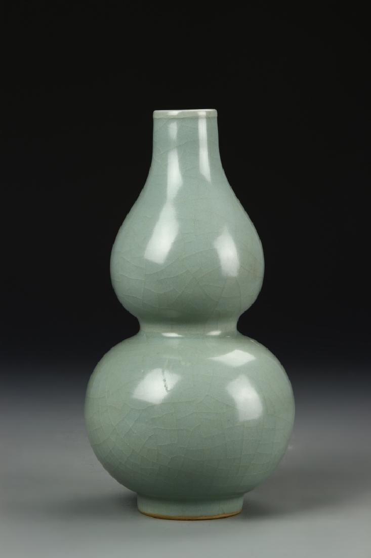 Longchuan Celadon Double-Gourd Vase, Yuan - 3