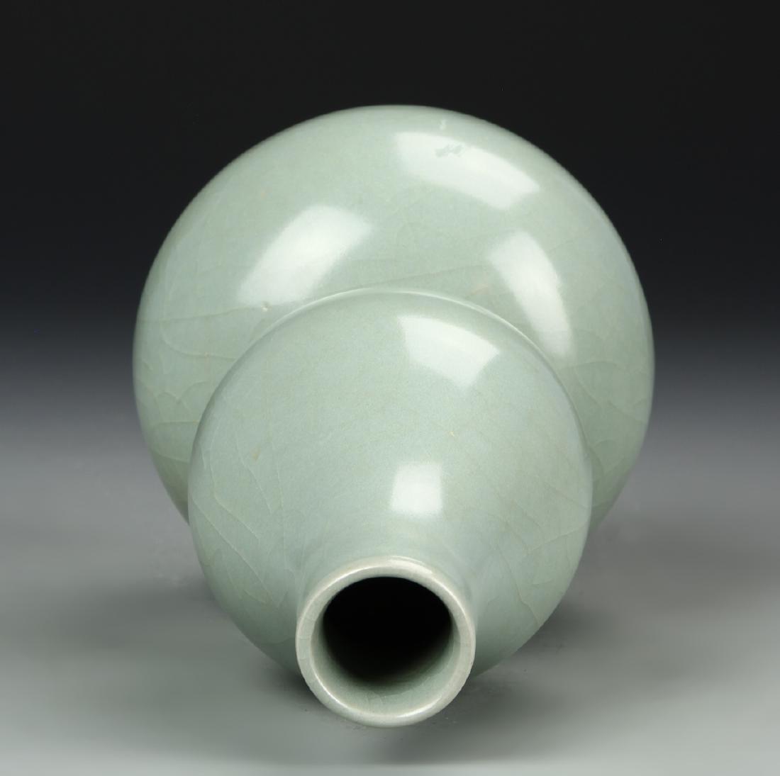 Longchuan Celadon Double-Gourd Vase, Yuan - 4