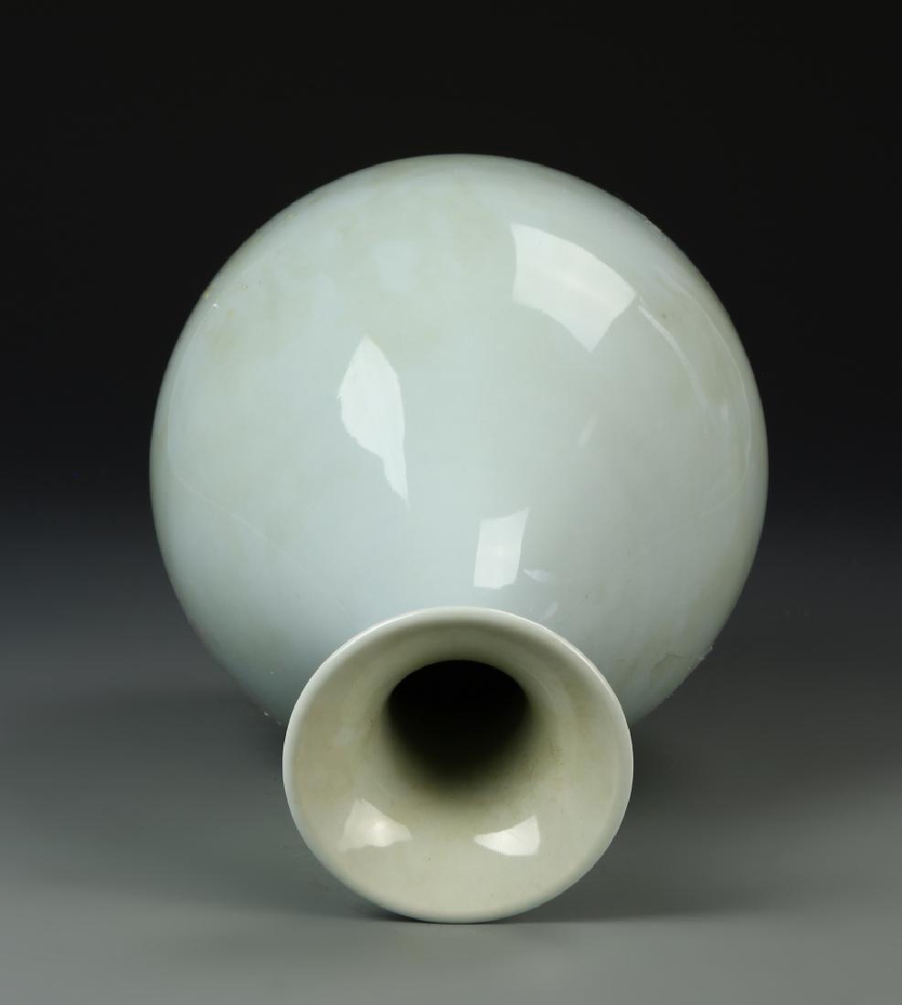Chinese Celadon Glazed Yuhuchunping Vase - 4