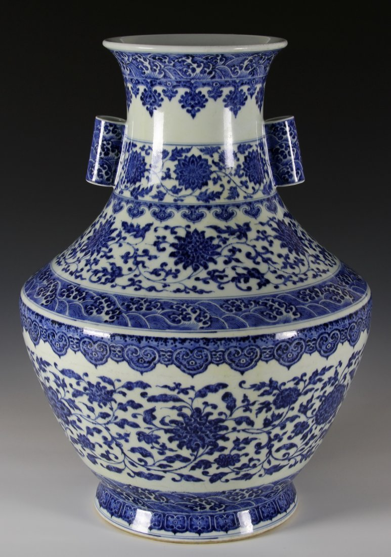Magnificent Chinese Blue and White Vase