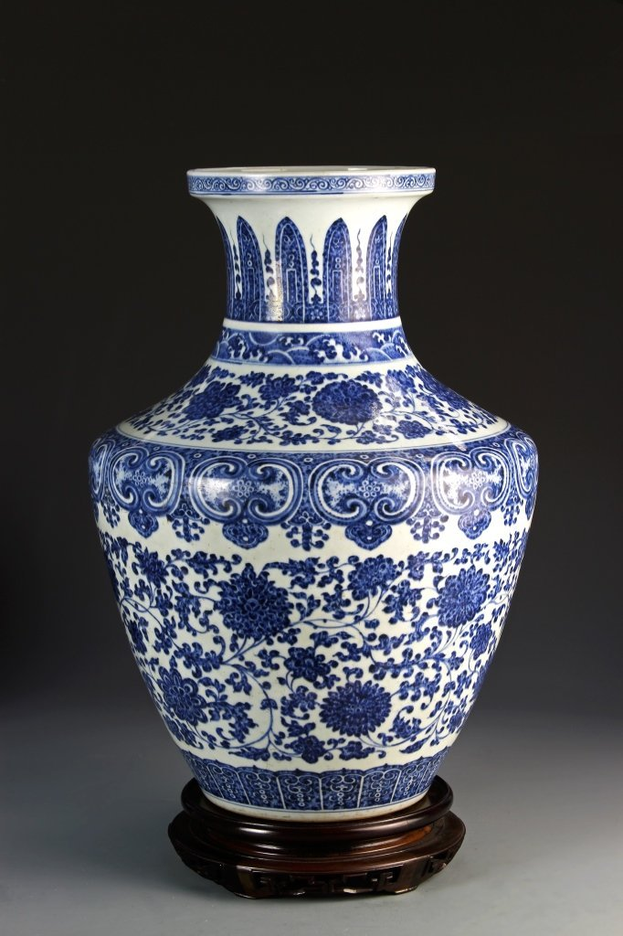 Important Chinese Qianlong Blue and White Vase