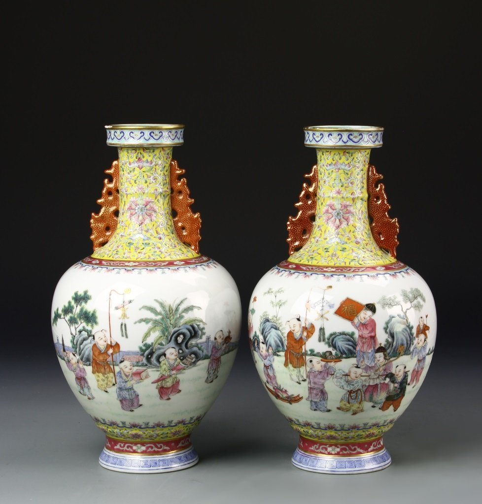 Pair of Chinese Famille Rose Vase - 4