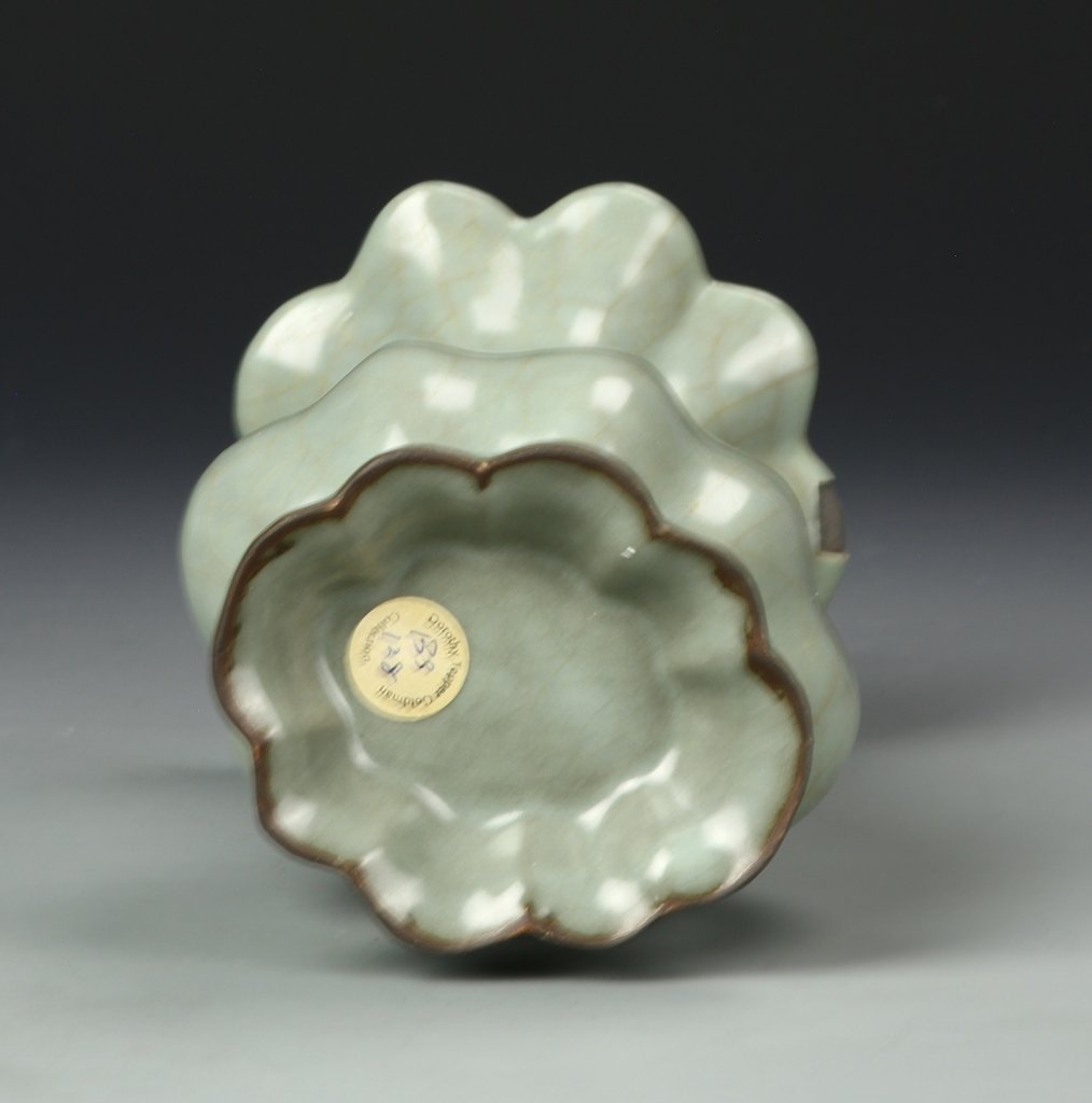 Chinese Long Quan Yao Vase - 5