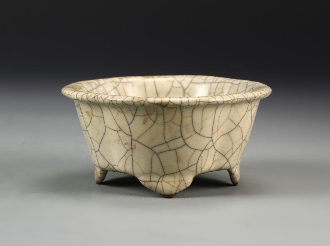 Chinese Crackle Glaze Lobed Planter - 2