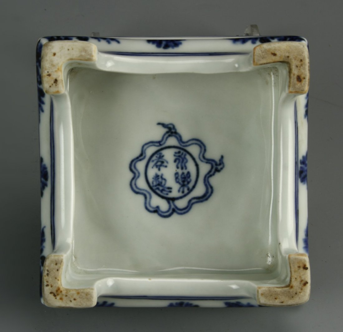 Chinese Blue And White Ink Bed - 4