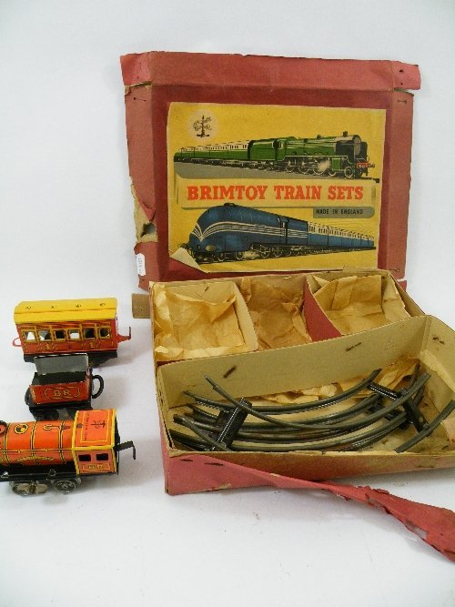 14: A Brintoy, clockwork, tin plate train set No. 352 i