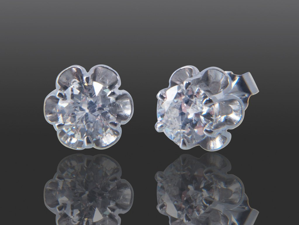 103: 1.04 CT DIAMOND STUD EARRINGS