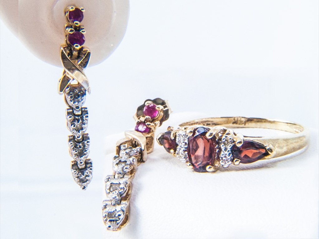 117: RUBY AND DIAMOND EARRINGS AND GARNET RING.